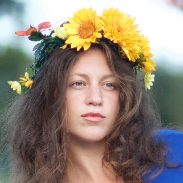 christina_cenci_sunflower_crown1